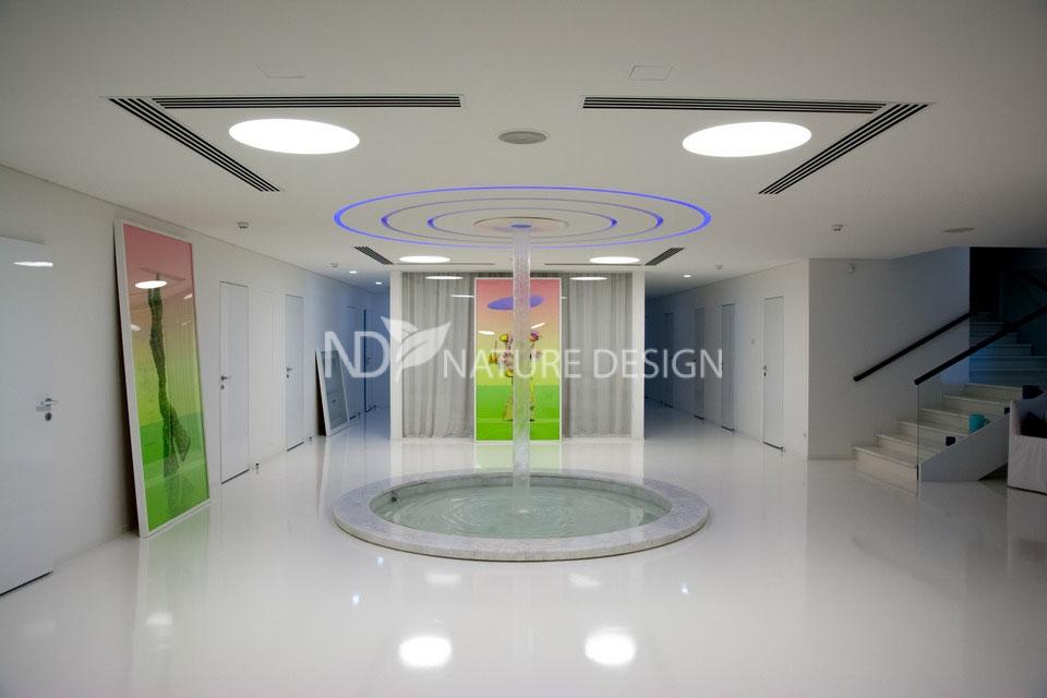 пример водопада по стеклу в СПА центре